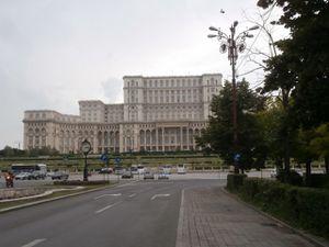 P6140133 boulevard d Unirii face au palais