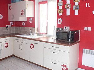 D co cuisine cuisine flashy le blog de deco amateur for Cuisine blanche mur rouge