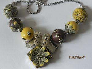 Jaune-marron-collier