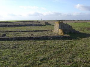 Montreuil-Bellay-Vestiges-de-batiments-du-camp.-Photo-Jacq.jpg