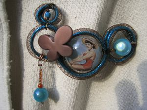 broche-broche-vintage-bleue-et-marron-a-l-1167909-broches-r
