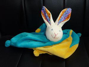 lapin bleu jaune