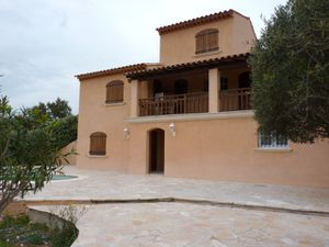 villa t5 a vendre entre particuliers la londe les maures. Black Bedroom Furniture Sets. Home Design Ideas