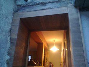Habillage d 39 un encadrement de porte lau bois creations for Encadrement de porte en bois