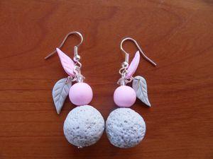 Boucles d'oreilles fimo gris rose pâle