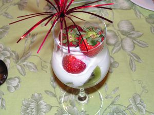 coupe-surprise-fraises-kiwis.jpg