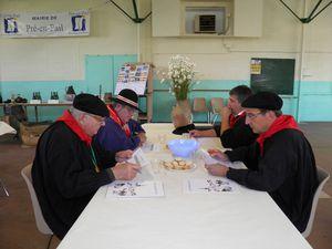 025 Une table de dégustateurs du concours cidricole 2011