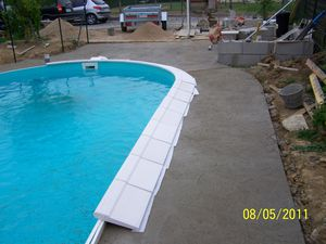 Pose des margelles et du grillage montage piscine waterair for Pose piscine coque