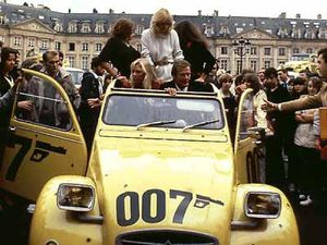 2cv-cinema-james-bond-L-TVj3Q8.jpg