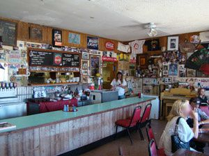 Route-66-historique-interieur-bagdad-cafe-en-photo-image.jpg