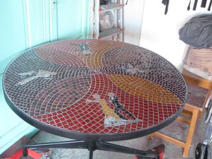 table ronde mosaique th me danse de couple babs art. Black Bedroom Furniture Sets. Home Design Ideas