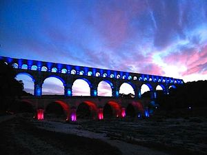 Pont-Gard-France-Trotting.jpg