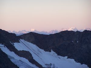 Miage-zoom-Ecrins-pdt-ascension-a-l-aurore.JPG