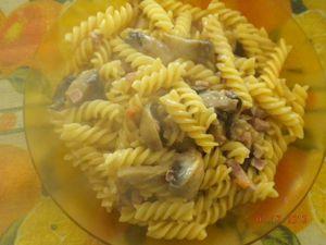 Pasta panna, funghi e pancetta