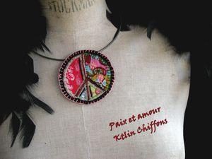 collier-paix-et-amour0.jpg