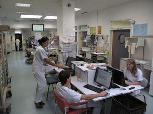 la-salle-centrale-des-urgences-qui-donne-sur-tous-les-boxes.jpg