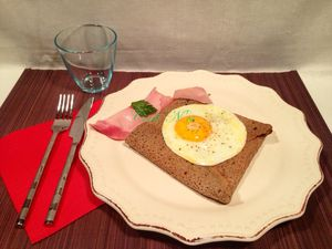 Galette jambon, fromage et oeuf