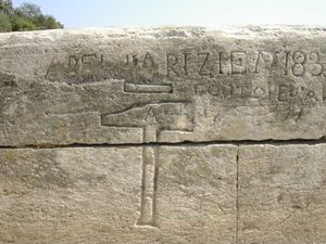 Gravure des tailleurs de pierre sur le pont du Gard.