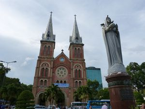 Oh Chi Minh - Notre Dame (02)