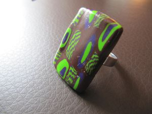 rectangle-brun-vert-violet---bague.JPG