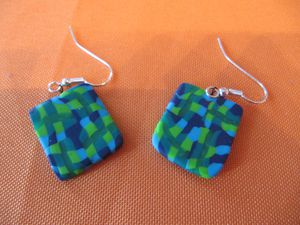 rectangle-damier-bleu-boucles-d-oreilles.JPG