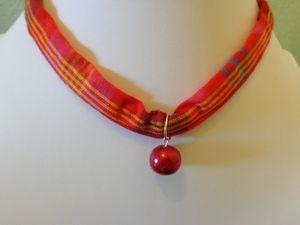 Collier Madras Fushia C, Perle rouge - 10€