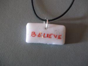 CBLV2.52B/Collier Believe Blanc Fil élastique noir 5€