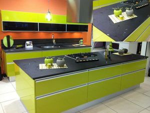 cuisine vert anis plan verre noir les cuisines d 39 alexis. Black Bedroom Furniture Sets. Home Design Ideas