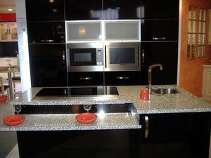 un plan de travail en granit les cuisines d 39 alexis. Black Bedroom Furniture Sets. Home Design Ideas