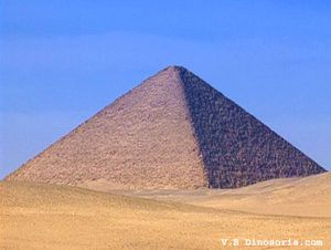 pyramide-rouge