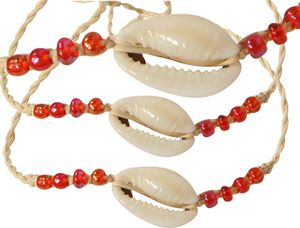 bracelet-paille-coquillage-perles-rouges.jpg