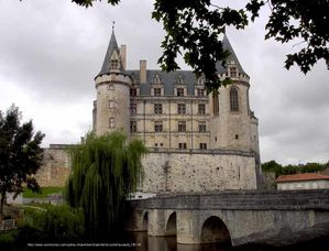 La Rochefoucauld chateau lien
