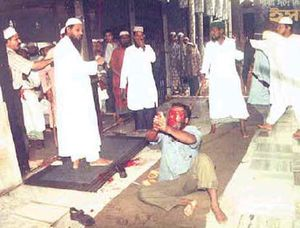 muslims-beating-hindu.jpg