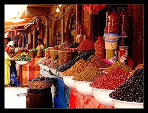 Colours_Of_Souk___Maroko_by_skarzynscy.jpg