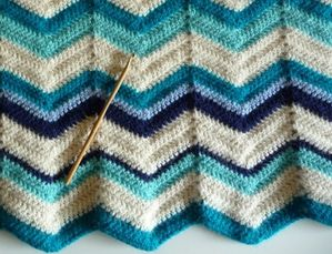 couverture-crochet-point-de-vague-1.jpg