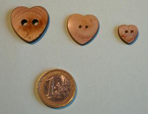 bouton bois coeur simple