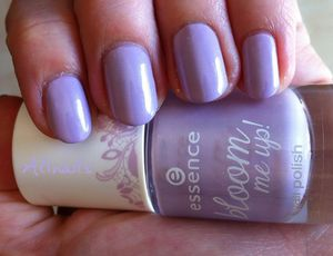 Essence BLoom me up violet 2