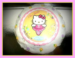 gateau hello kitty de tulipe Isa