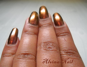 model-own-pinky-brown-couleur-automne4-Alvina-Nail.png
