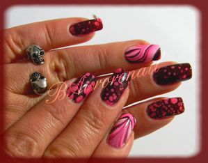 Nail-art--facon-Spotted-et-son-petit-water-marble-4.jpg