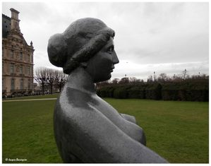 Jeune fille allongee Maillol Tuileries Paris 2
