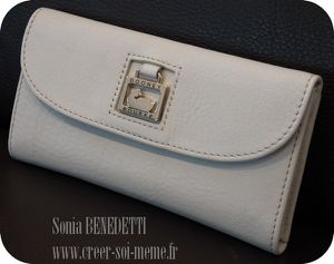 porte-carte-dooney-bourke.jpg