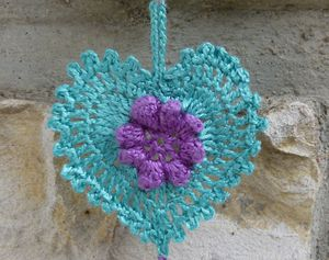 Coeur-au-crochet-bleu.jpg