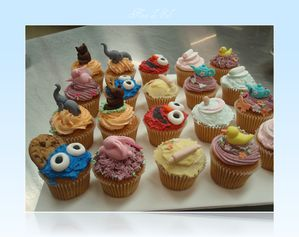 figurines cupcakes, side shot