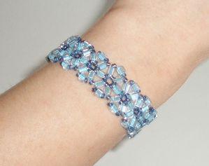 perles bleu porté