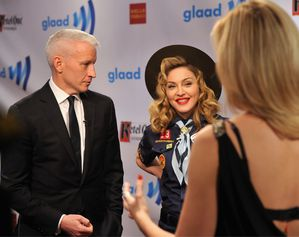 20130317-pictures-madonna-glaad-media-awards-p-33.jpg