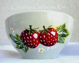 vaisselle-bol-porcelaine-beige-fraises-pein-1770814-c.kim-b.jpg