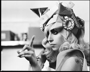 lady-gaga-telephone-03.jpg