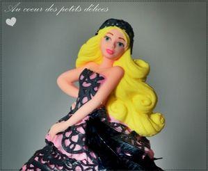 Figurine en sucre barbie monster high poupée cake design n