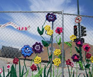 Yarn-Bombing-Graffiti-Art-3.jpg
